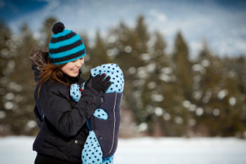 3 babywearing techniques for winter