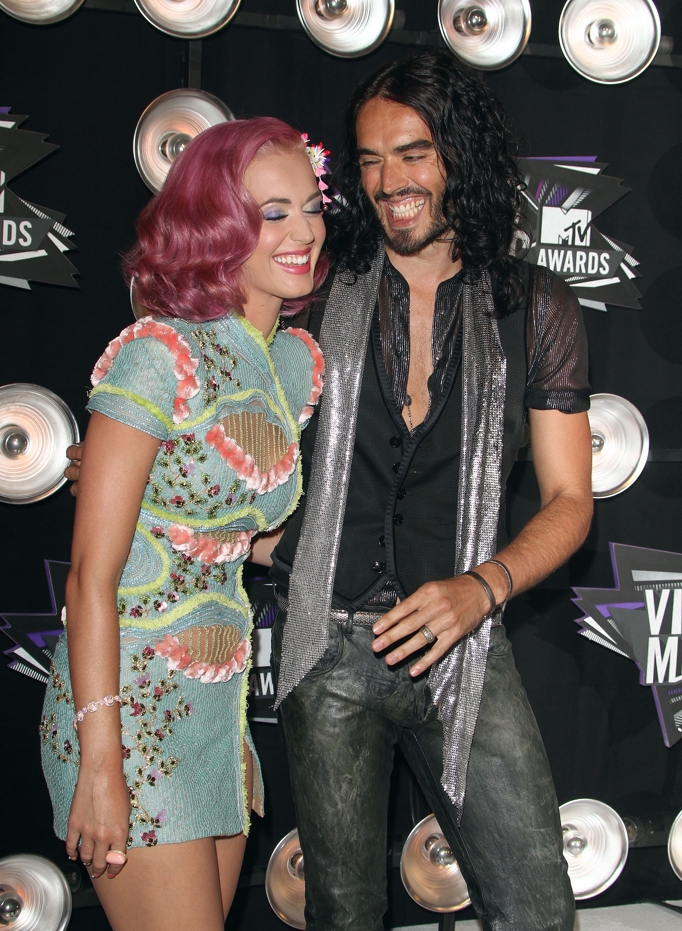 Russell Brand and Kate Moss - Dating Gossip News Photos