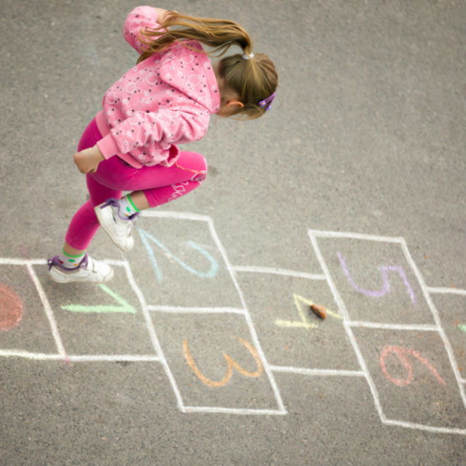 4 classic playground games to play with your kid