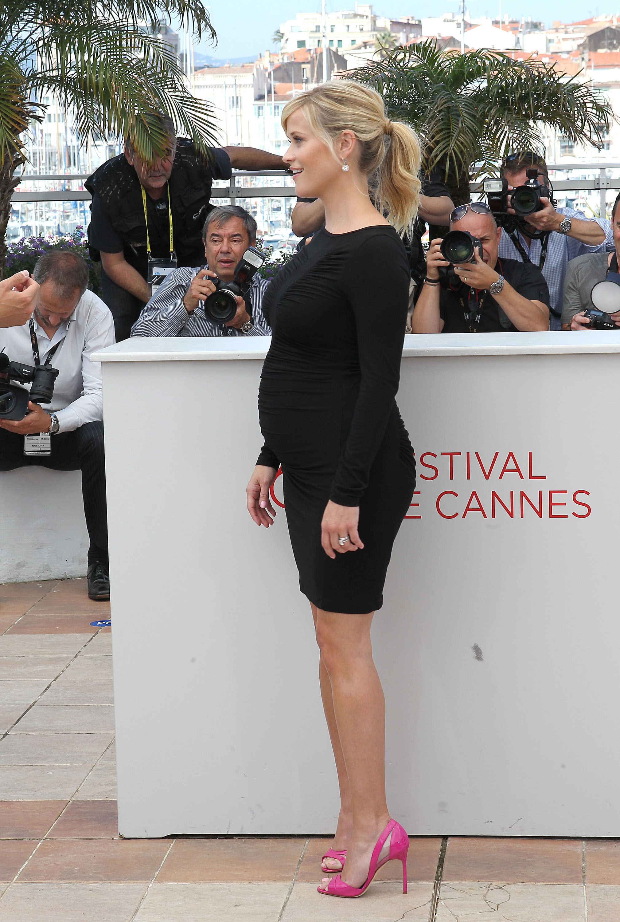 Pregnant Reese Witherspoon In Little Black Dress Amp Hot