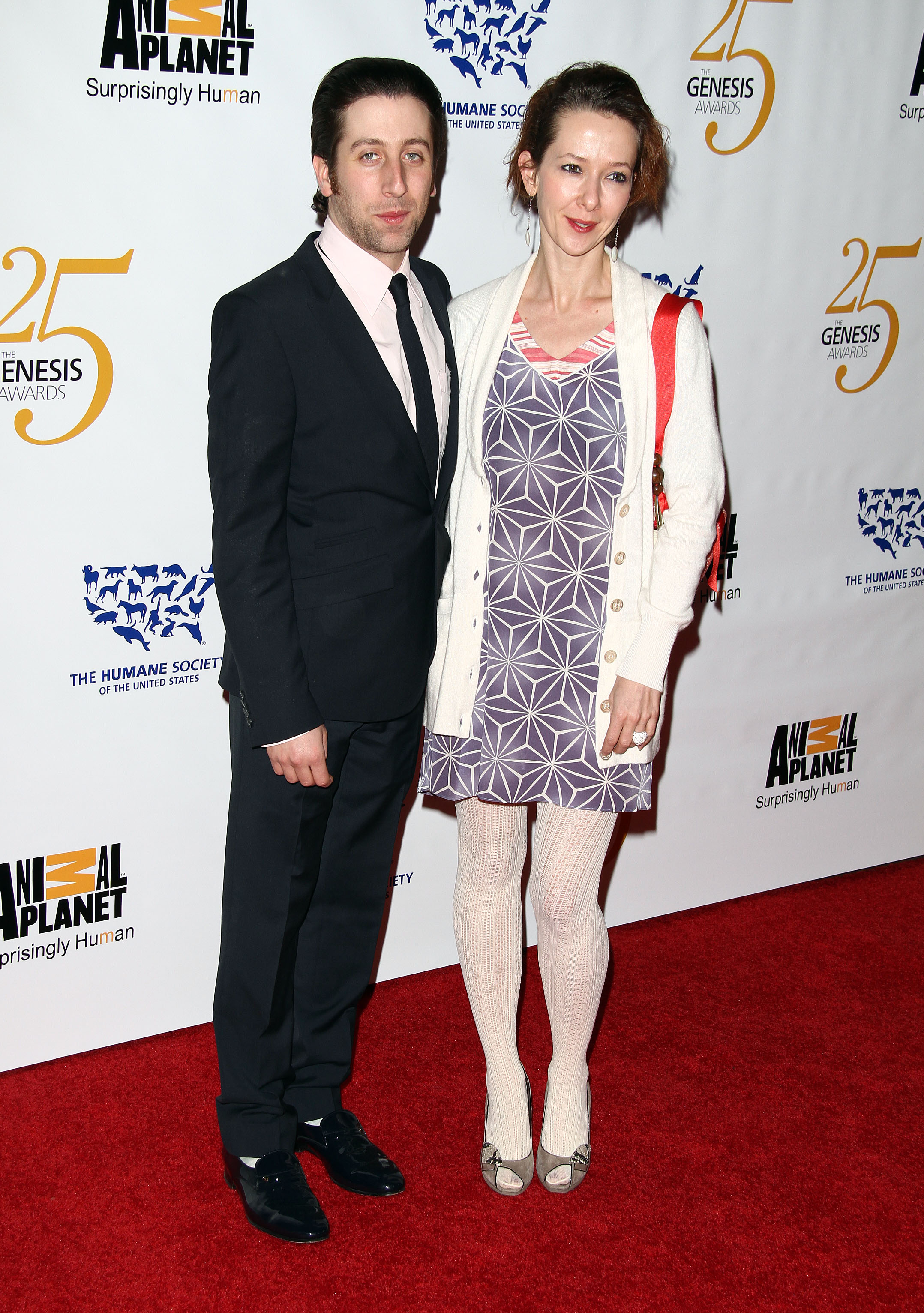 It's a girl for Big Bang Theory's Simon Helberg - Today's ...