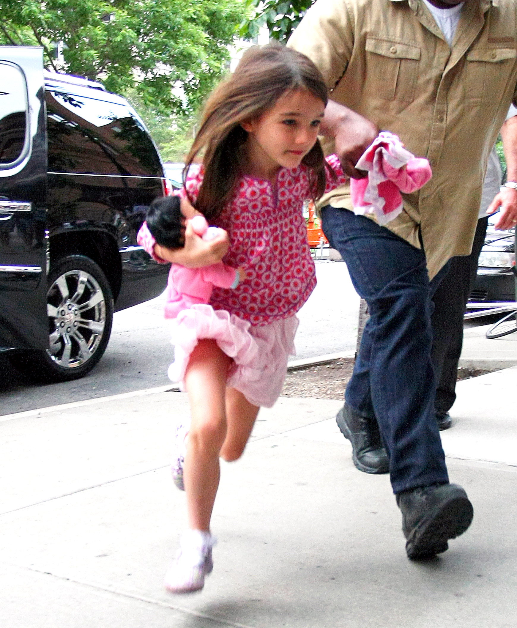 See Suri Cruise Run Today S Parent