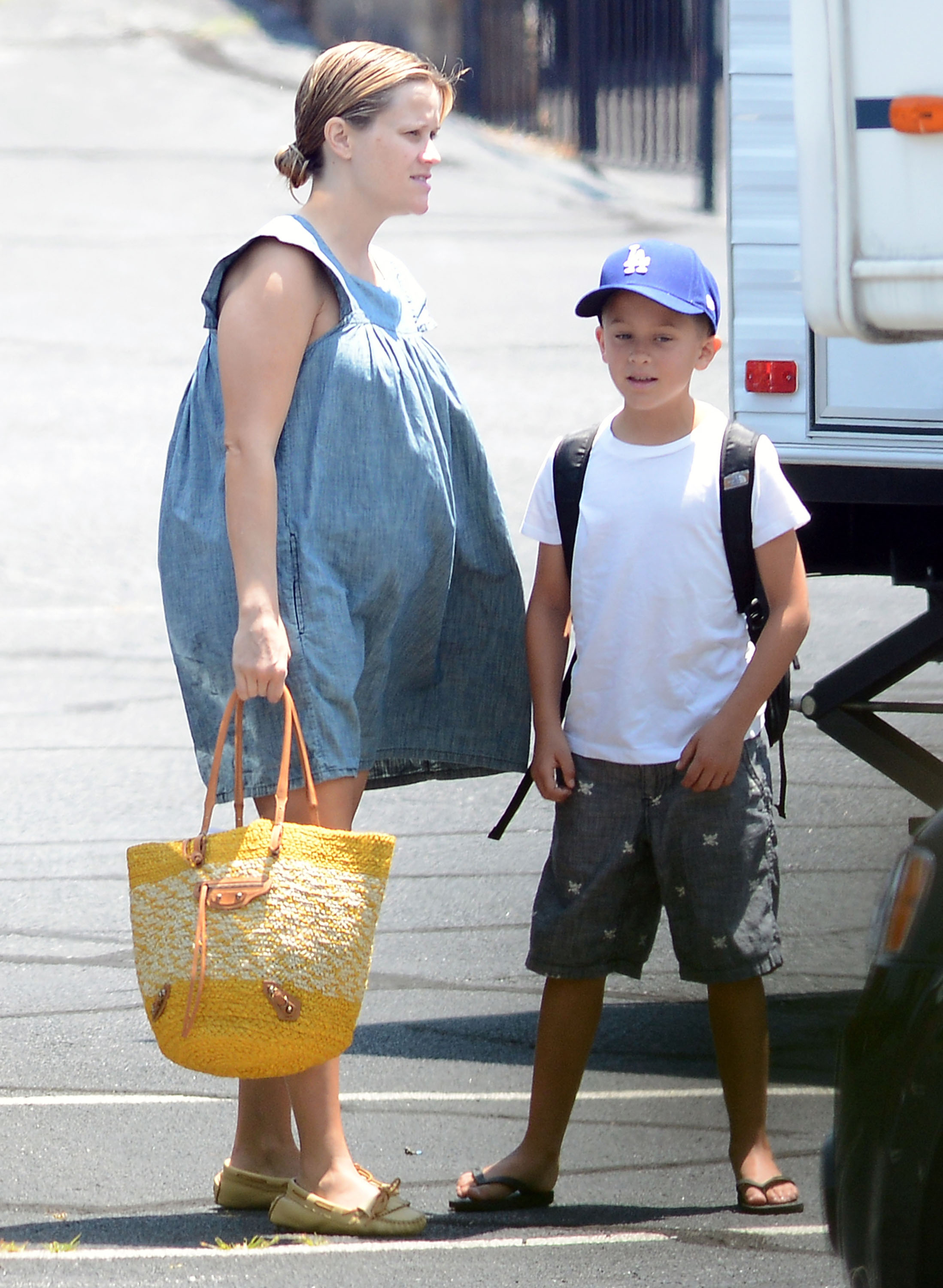 reese witherspoon muumuu clad takes son deacon  work todays parent
