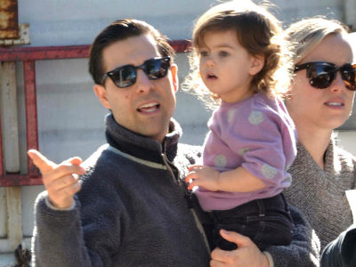 Jason Schwartzman And Family At The Farmers Market Today S Parent
