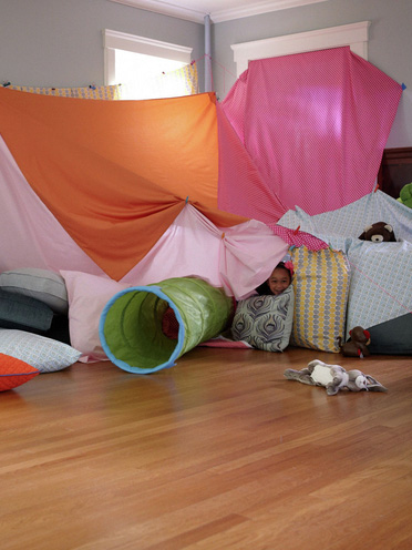 9 creative indoor forts today 39 s parent for How to make a fort in the living room
