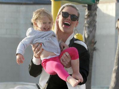 Pink: Crazy hair and fun at Venice Beach with the family (photos!)