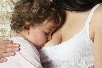 http://www.todaysparent.com/wp-content/uploads/2015/01/extended-breastfeeding-toddler.jpg