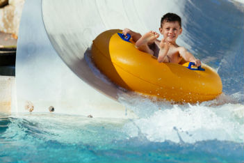 3 family-friendly water parks in Montreal