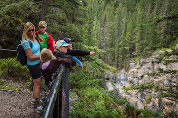 10 family-friendly hiking trails in Alberta