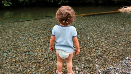 4 strategies for changing your busy toddler?s diaper