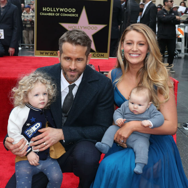 Photo fo Blake Lively, Ryan Reynolds and their two daughters
