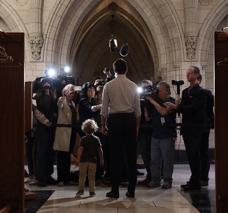 Hadrien and Justin Trudeau in front of the press