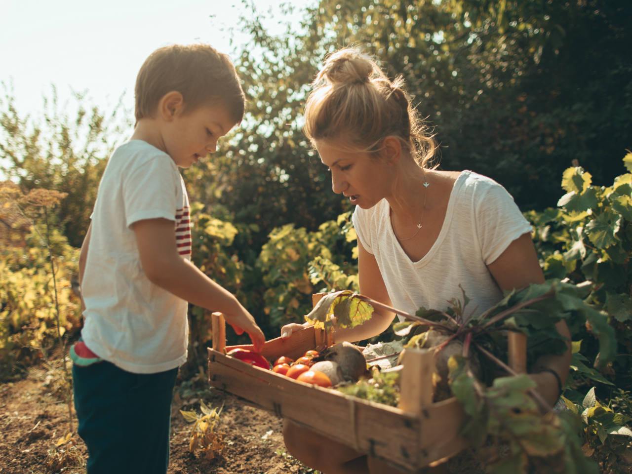 5 reasons gardening with kids gives them a healthy start