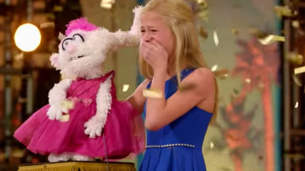 tween ventriloquist Darci Lynne Farmer crying on stage while h0olding her puppet Petunia on America's Got Talent