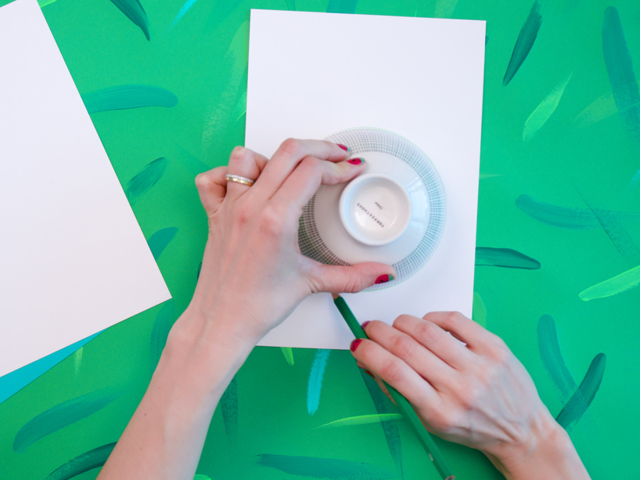 using a bowl to trace a circle on white paper