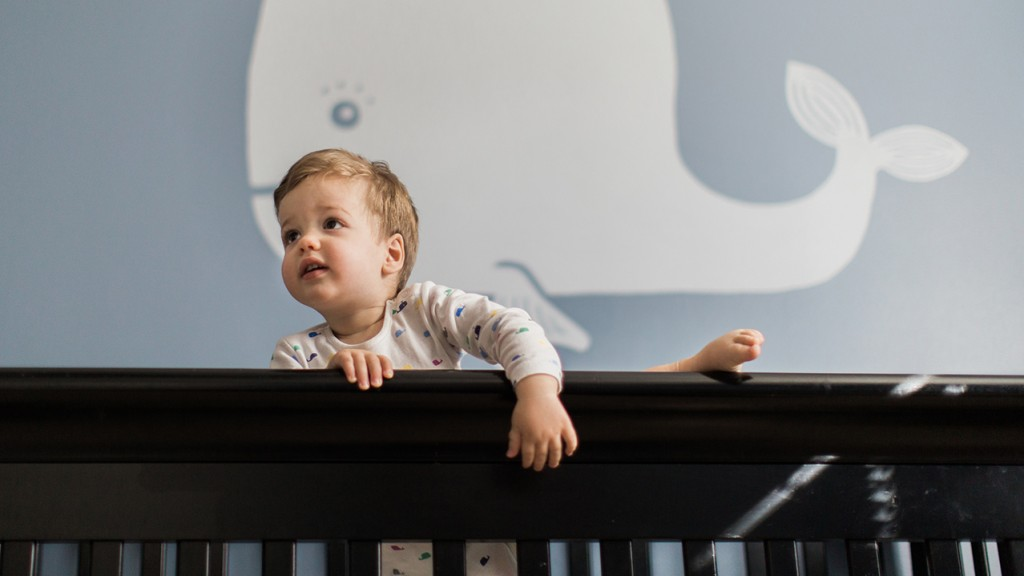 Have you caught your toddler scaling the sides of his crib? Here's when to  expect this phase—and what to do next.