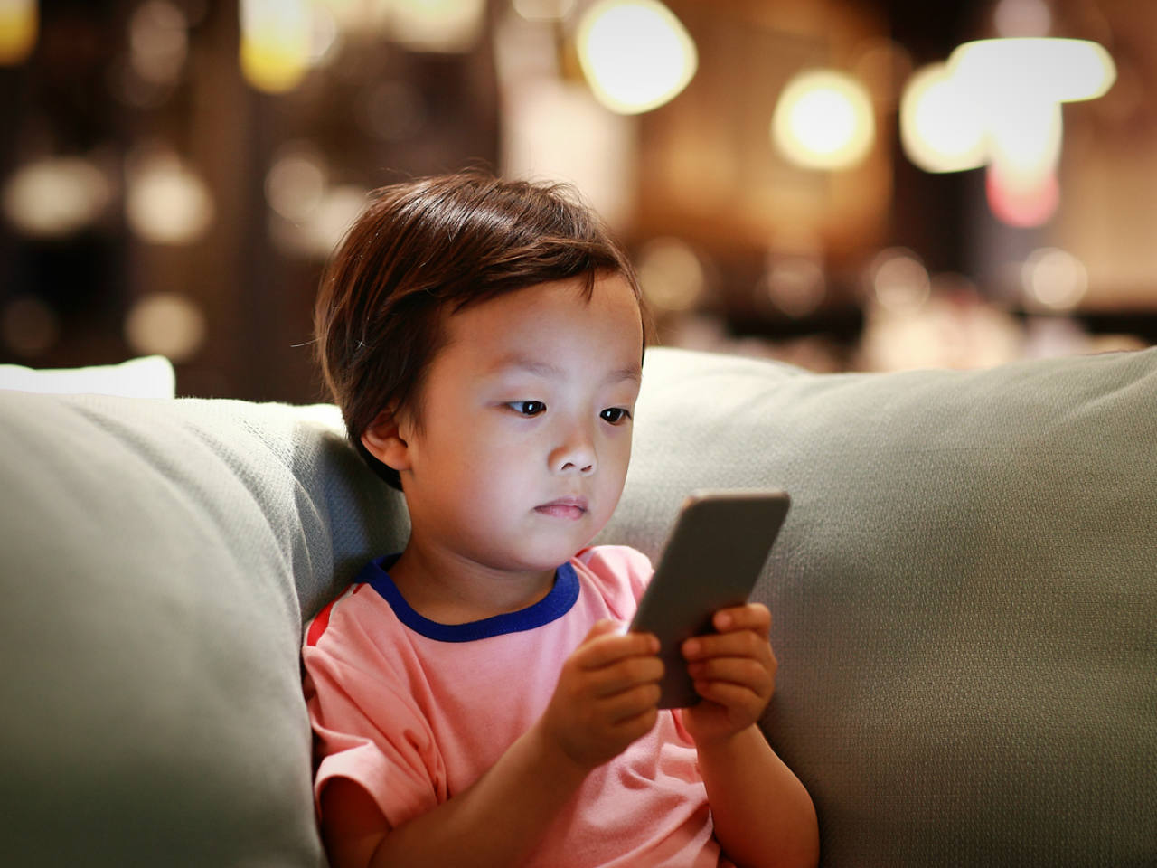 Yes, your smartphone habit is affecting your kid?here's how