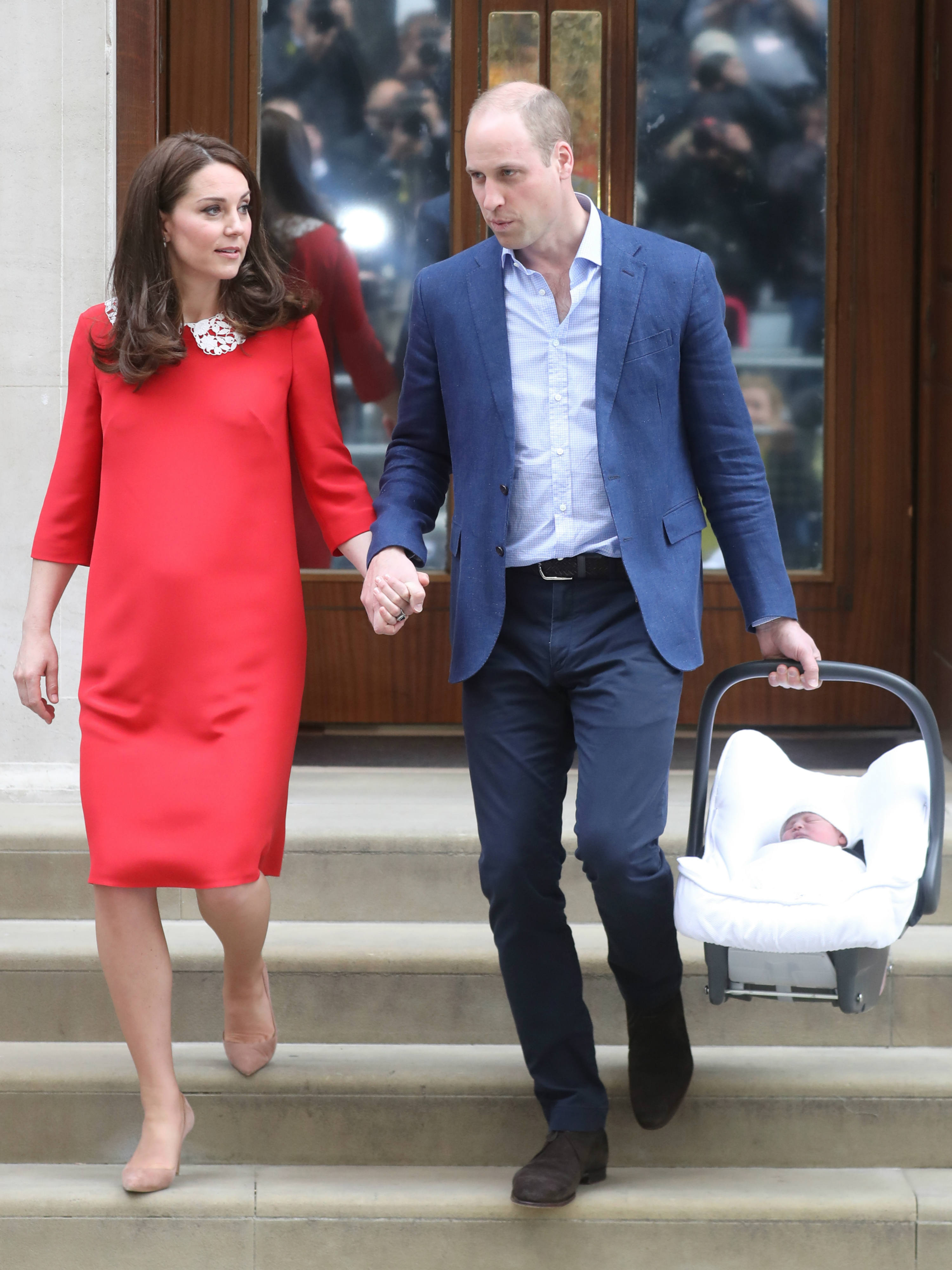 Kate Middleton and Prince William leave the hospital with the royal baby
