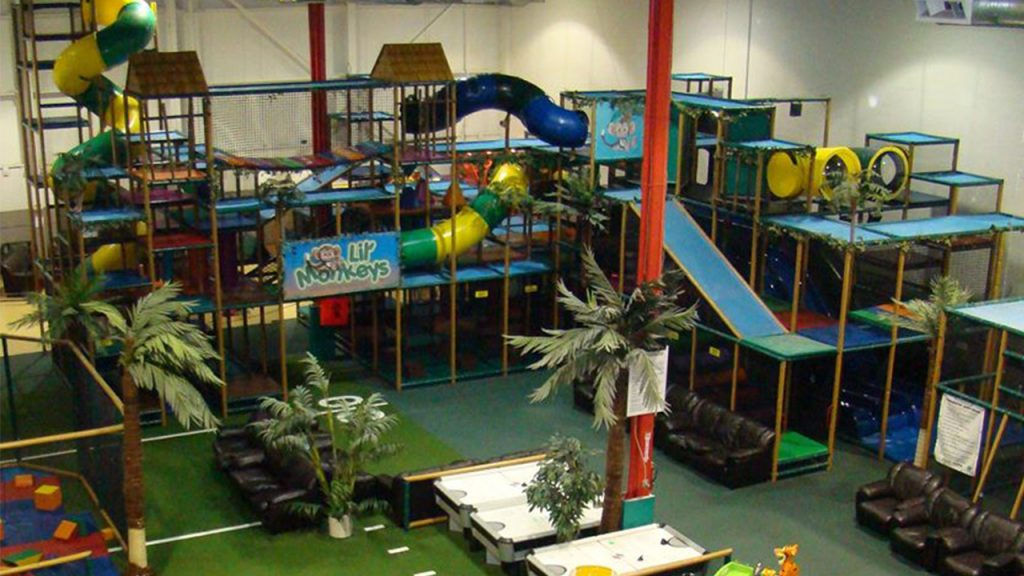 Large play structure with tubes and slides