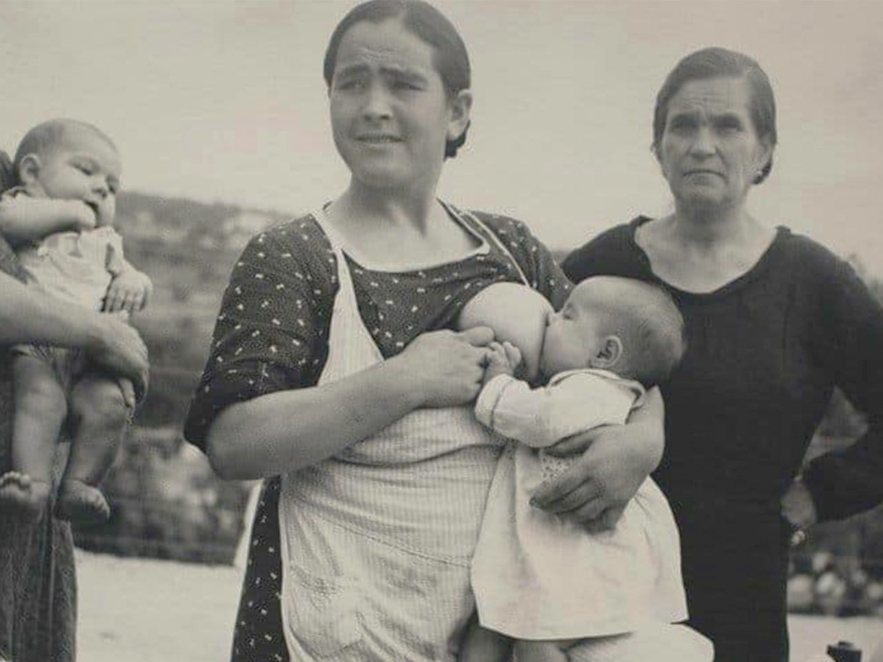 Vintage photo of mom breastfeeding her baby in public