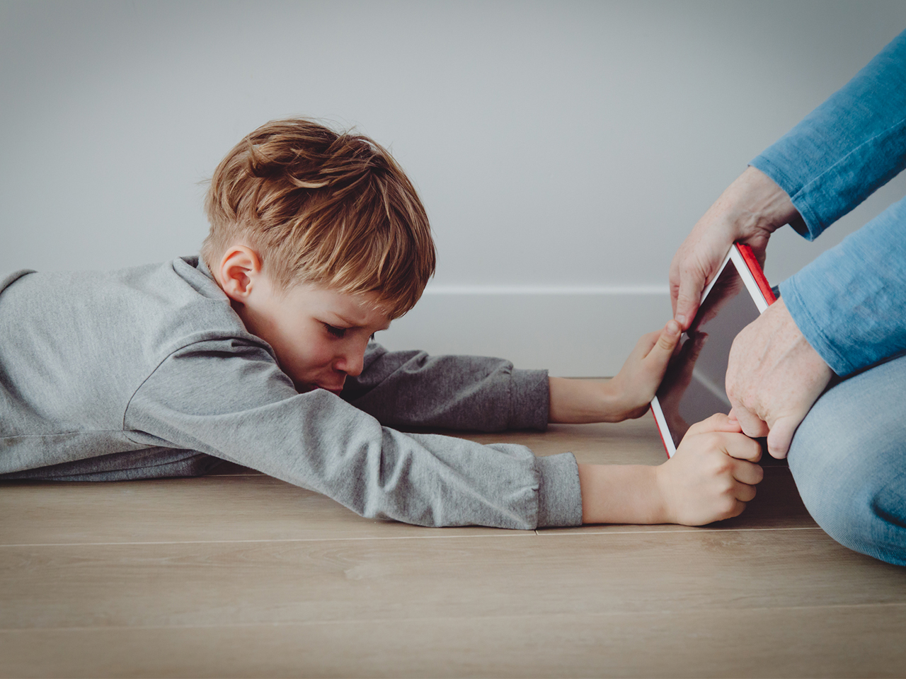 Screen time for kids: how it affects behaviour