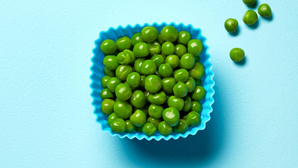 green peas in a blue cup