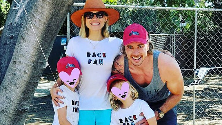 Photo of Kristen Bell, Dax Shepard and their two daughters whose faces are covered with heart emojis